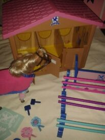 LARGE PONY PALACE STABLE WITH ACCESSORIES BOXED