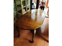 Antique Mahogany Ball & Claw 7ft Dinning Table & 6 Balloon Back Chairs.