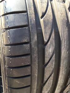 2 x 255/40/18 Bridgestone runflat été presque nouveau