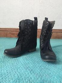 Black Boots £10