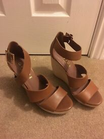Brand new without tags tan office wooden heeled wedges / heels size 6