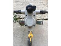 Gas bottle regulator auto changeover