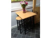 Breakfast table and 2 stools