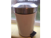 3L bin with pedal ideal for bathroom or compost