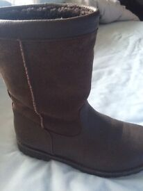Ugg boots Brown leather and suede size 4 in great condition