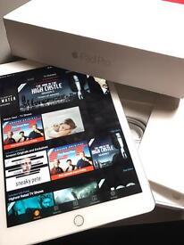 iPad Pro 9.7 32GB 4G Unlocked - Silver - boxed!