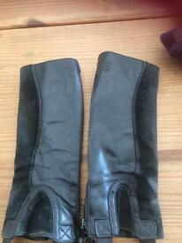 Ariat child's leather chaps size small
