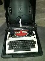 Triumph Gabriele 2000 elektronische Schreibmaschine Top Zustand! Nordrhein-Westfalen - Düren Vorschau