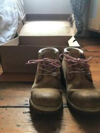 Used authentic timberland woman's boots size 4.5