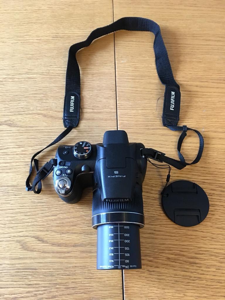 Fuji finepix s3300 Digital Bridge Camera 14mp, 26x power zoom, and extras Free Delivery