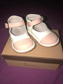 White pink patent Barboleta girls shoes. Size 19
