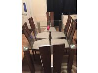Dining Table with 6 chairs & Round Rug