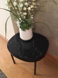Black Mable table