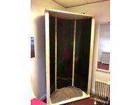 Spray tan booth
