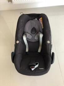 Maxi Cosi Pearl Car Seat & Isofix Base