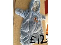 Baby boys footmuff 0-6 m like new really thick