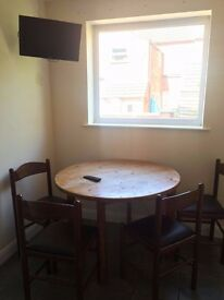 Single and double rooms close to town centre