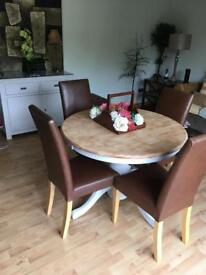 OAK PEDESTAL TABLE/FOUR LEATHER CHAIRS