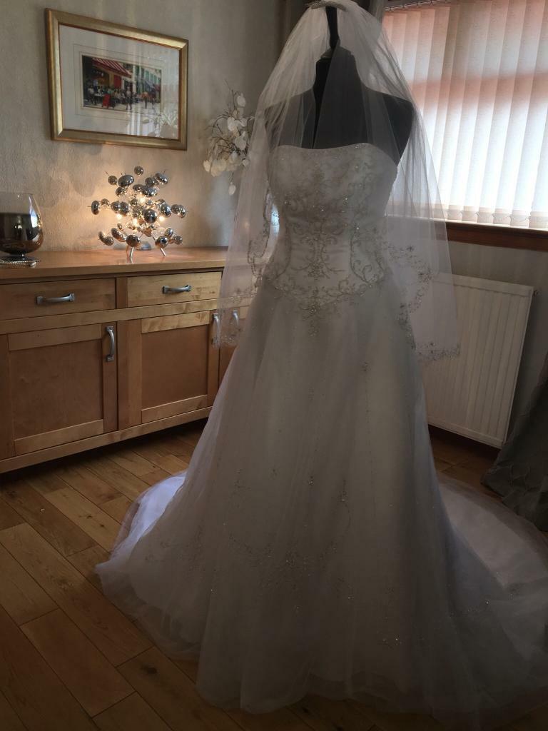 821f9fbbaab77 David's Bridal designer wedding dress ex-display immaculate matching veil  size 8 reduced £180