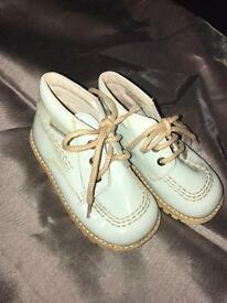Boys boots size 5