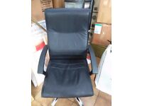 Swivel Office chair with armrests black faux leather