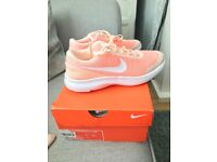 Nike flex experience trainers size 5.5.