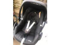 Quinny Moodd Pushchair Black Frame & Maxi Cosi Pebble Car Seat