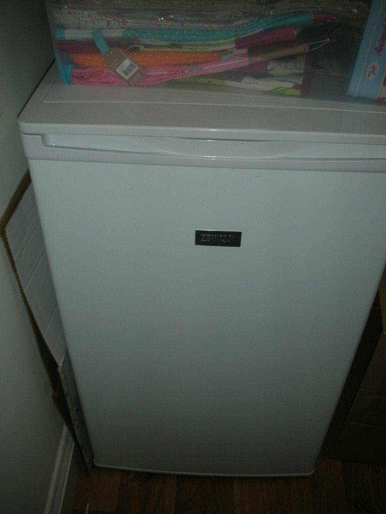 ZANUSSI ZFG06400WASI Freezer