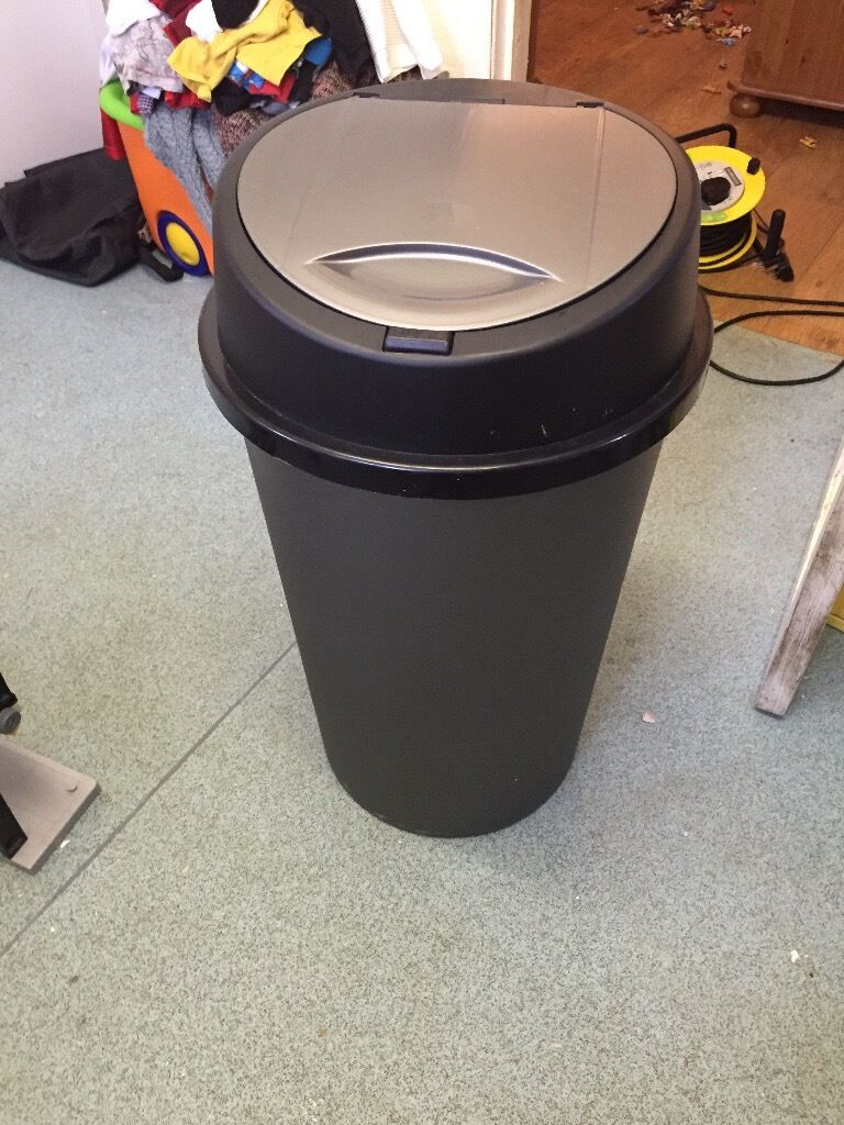 45l kitchen bin black with push topin Watford, HertfordshireGumtree - £5 Any questions please ask Im more then happy to help Can deliver locally