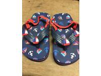 Kids size 8 flip flops with back
