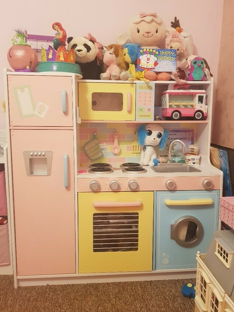 Childs large kitchen