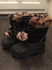 Kids snow boots shoes size 10