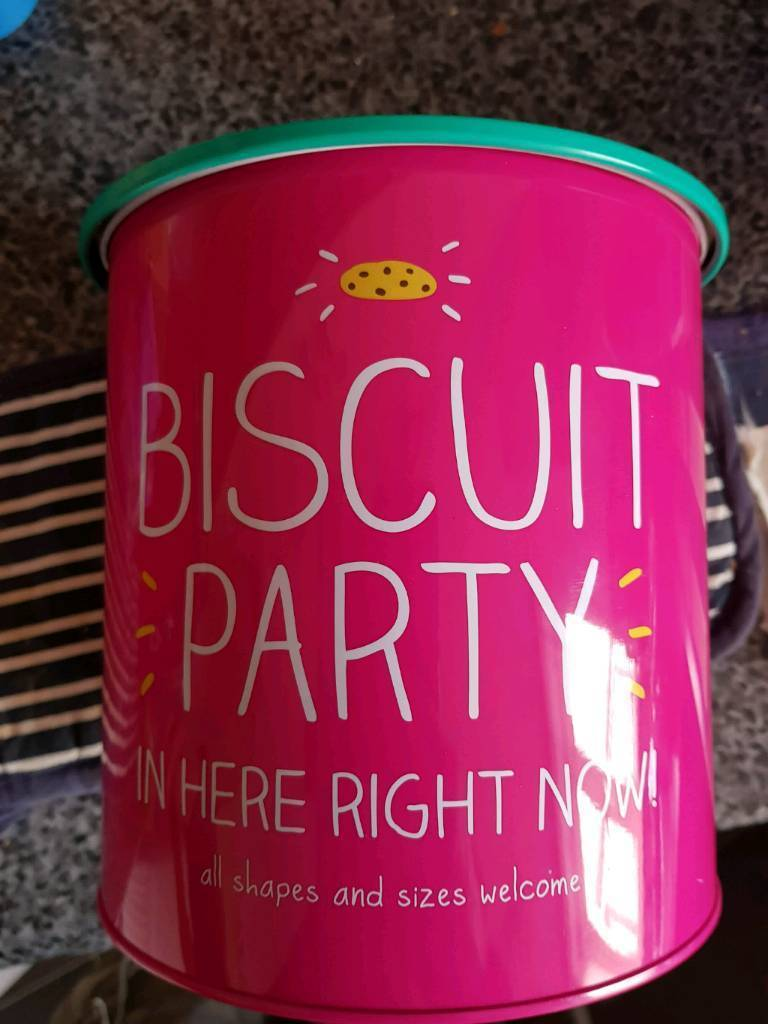 Biscuit tin designed by happy Jackson