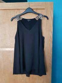 Size 8 river island top