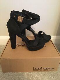BooHoo black heels Size 6