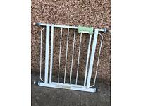 *FREE TO COLLECT* Baby/Pet gate