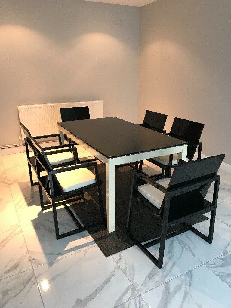 Casabella High gloss dining table and chairs