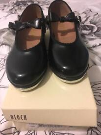 Tap shoes - size 11