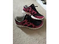 Nike Freerun trainers pink and black