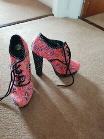 Vintage shoes. Size 5