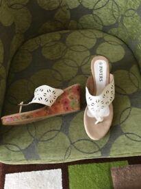 Pavers wedge heel cream toe posts