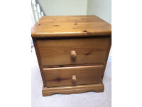 solid pine chest of drawers (2 drawers)