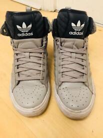 Adidas men shoes size 7