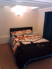 Double room en-suite . centre off Abingdon. £650 all included