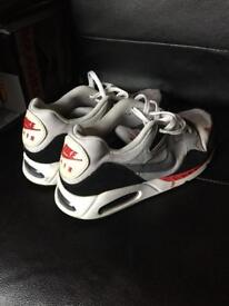 NIKE AIR SHOES TRAINERS SIZE9 EUR44 only £7