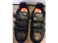 Ladie's / Girl's Lonsdale trainers size 5