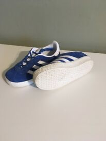 Children's Adidas trainers-size 8