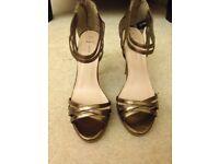 Gold high heel size 6
