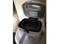 Russell Hobbs Deep Fat Fryer, only used 3 times, Excellent Condition! Comes Boxed.