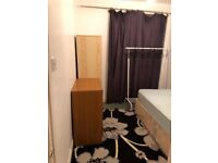In Family House Single Room CommonUse Kitchen BathShower Garden IncludesBills Very Near Bus BR Shops